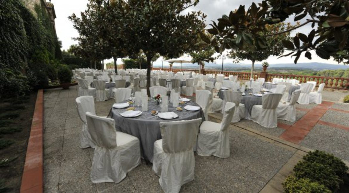 Near of the couples for your wedding in Spain