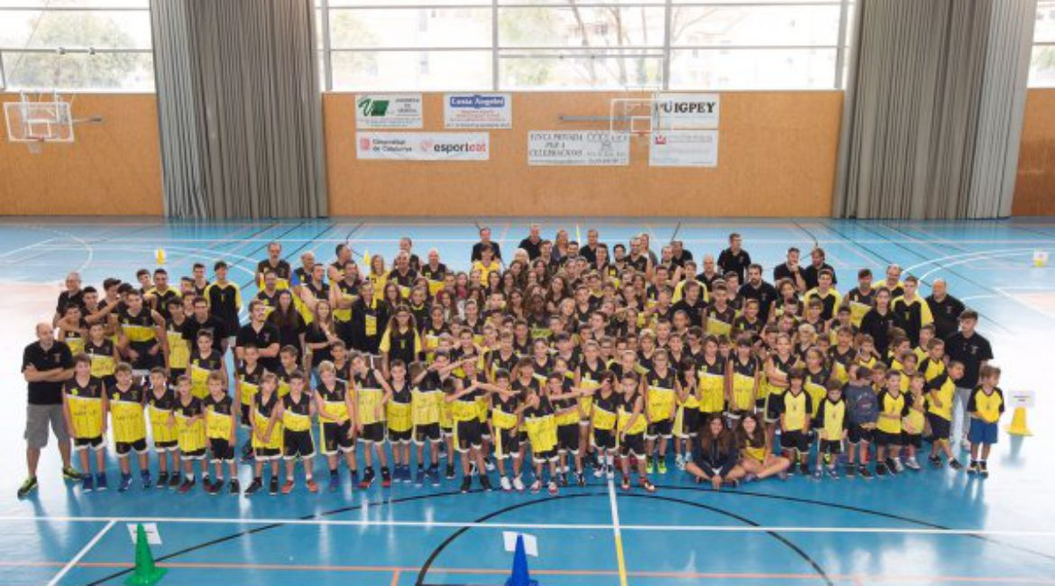 One more year, main sponsors of Vilanova del Vallès Basketball Club