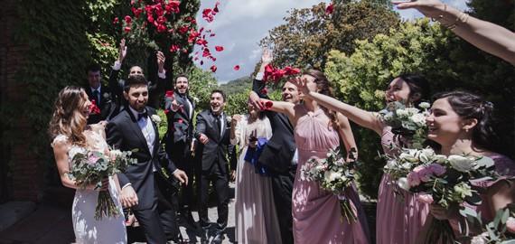 Bodas Barcelona tu boda ideal novios rosas