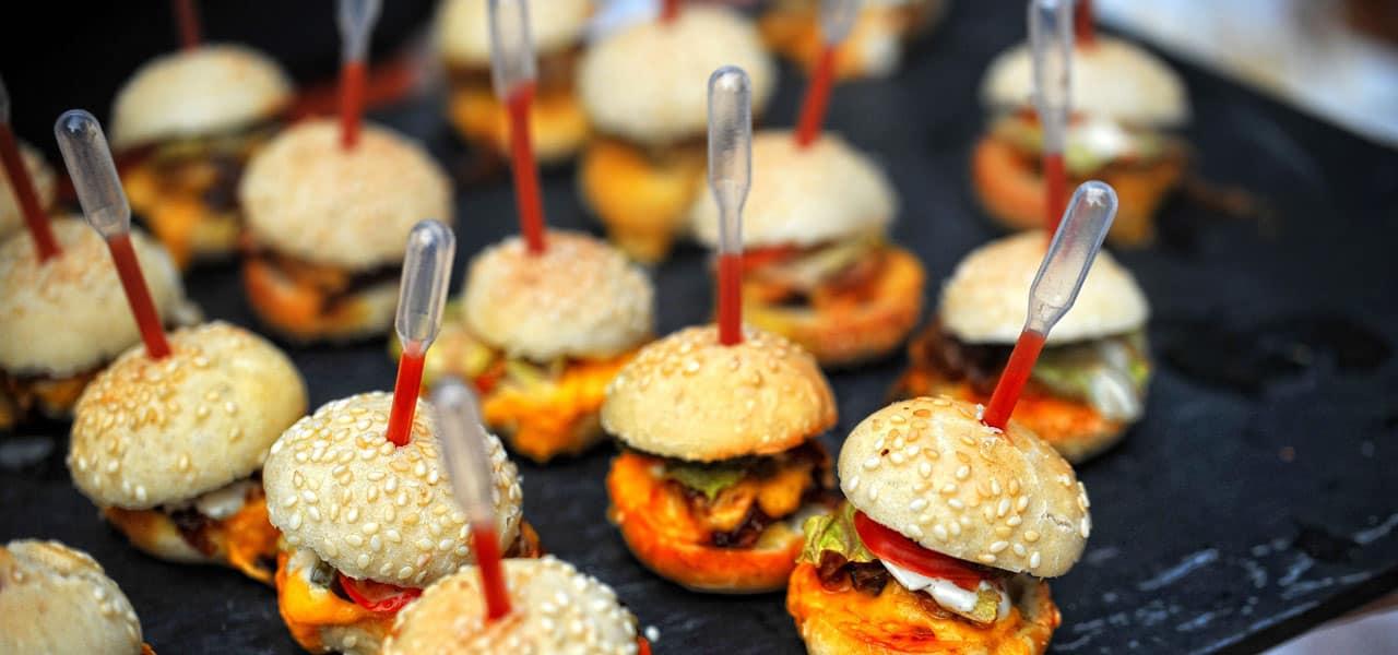 Mini hamburguesas bodas barcelona Mas de Sant Lleí
